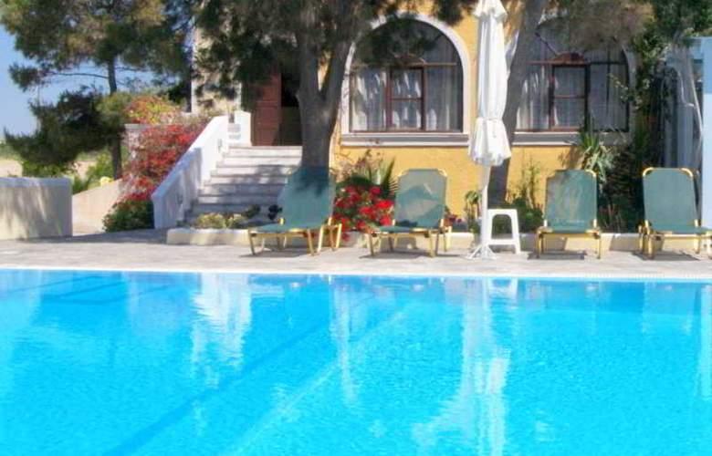 Alia Hotel Kamari - Pool - 3