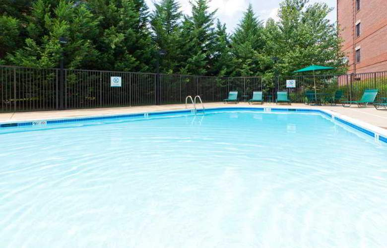 Staybridge Suites Tysons-McLean - Pool - 8