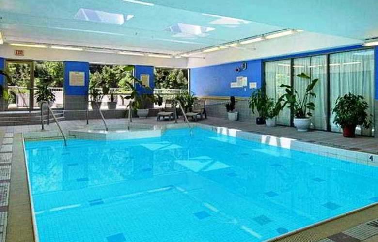 Ramada Plaza Toronto - Pool - 2