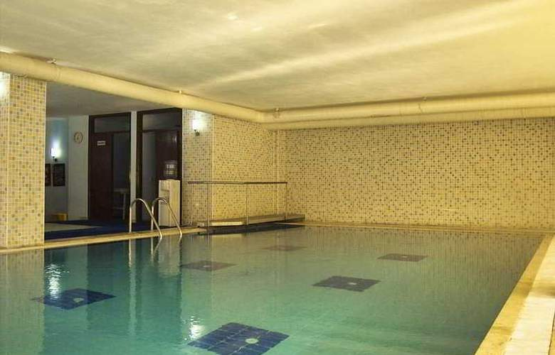 Rose Resort - Pool - 4