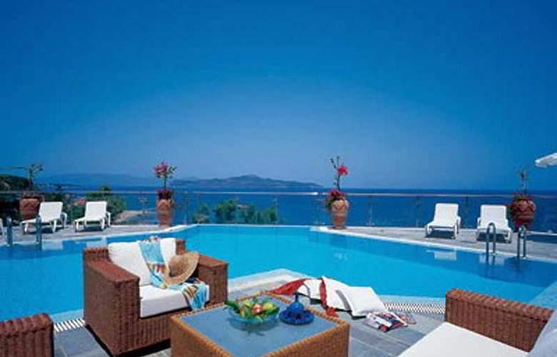 Panorama Hotel CHQ - Terrace - 8