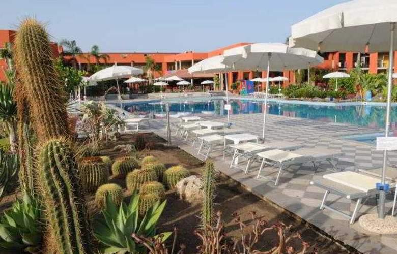 VOI Baia di Tindari Resort - Pool - 4