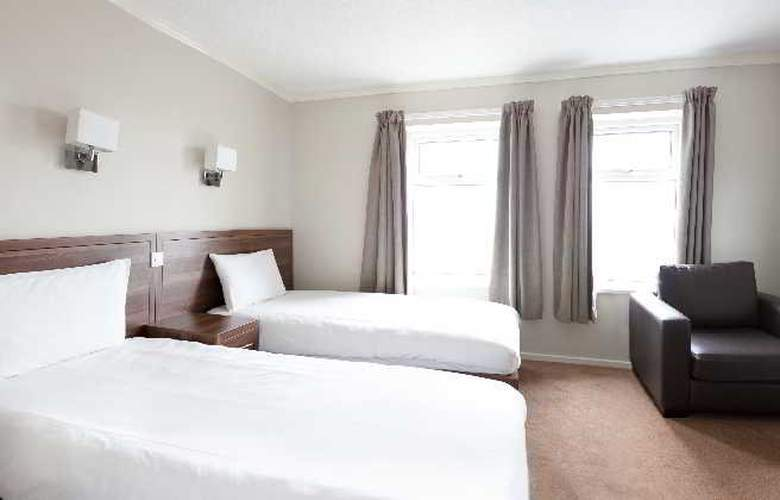 International Hotel - Room - 11