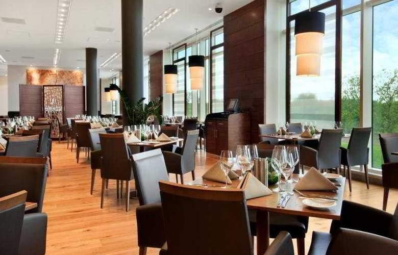 Hilton Reading - Restaurant - 16