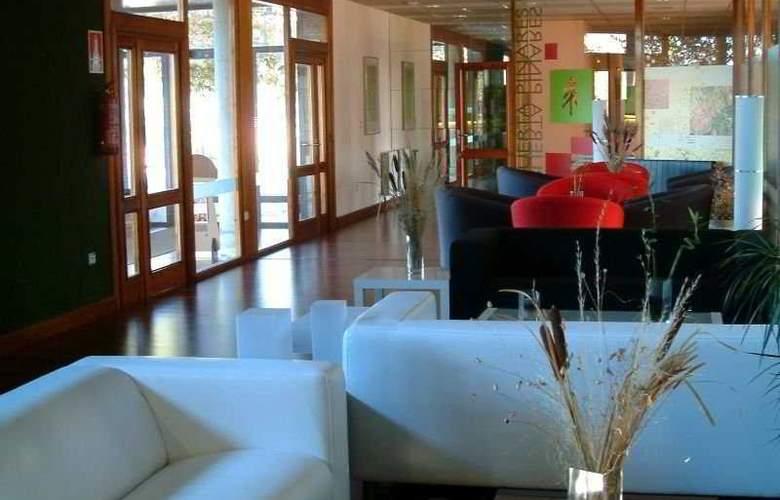 Puerta Pinares - Hotel - 0