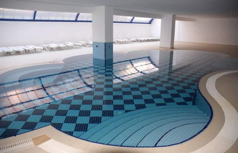 Grand Santana - Pool - 10