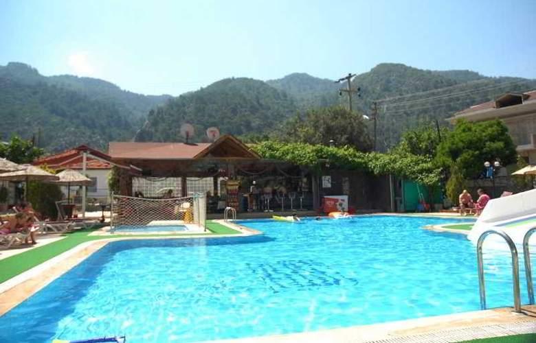 Efem - Pool - 7