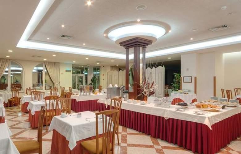 Tryp Covilha Dona María - Restaurant - 5