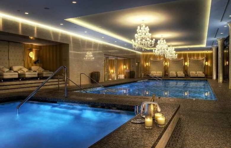 Grand Hotel Kempinski High Tatras - Pool - 30