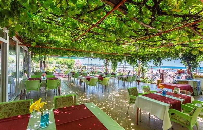 Heavens Beach Apart - Restaurant - 13