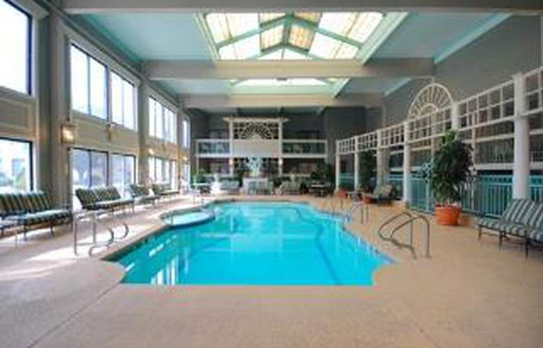 Clarion Hotel and Conference Center - Pool - 6