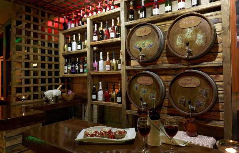 Philoxenia Hotel and Apartments - Bar - 16