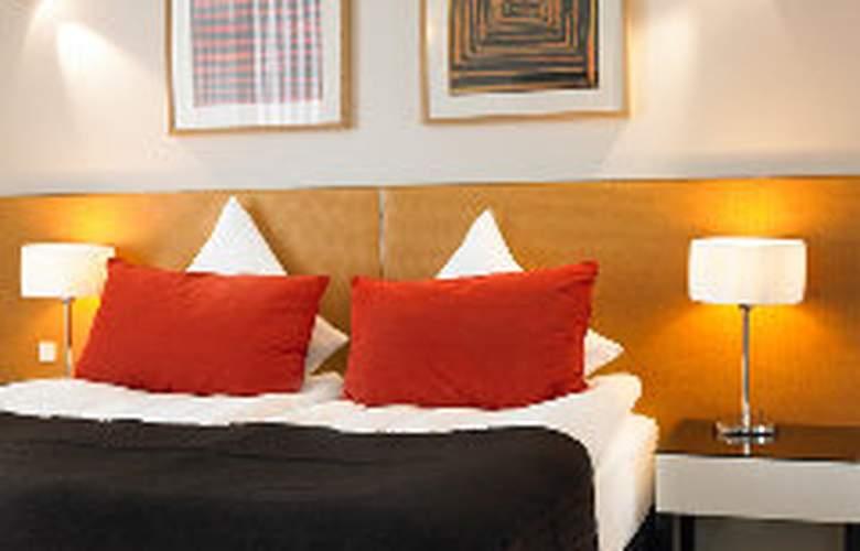 Adina - Room - 6