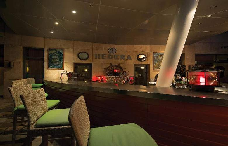 Cornelia Diamond Golf - Bar - 50