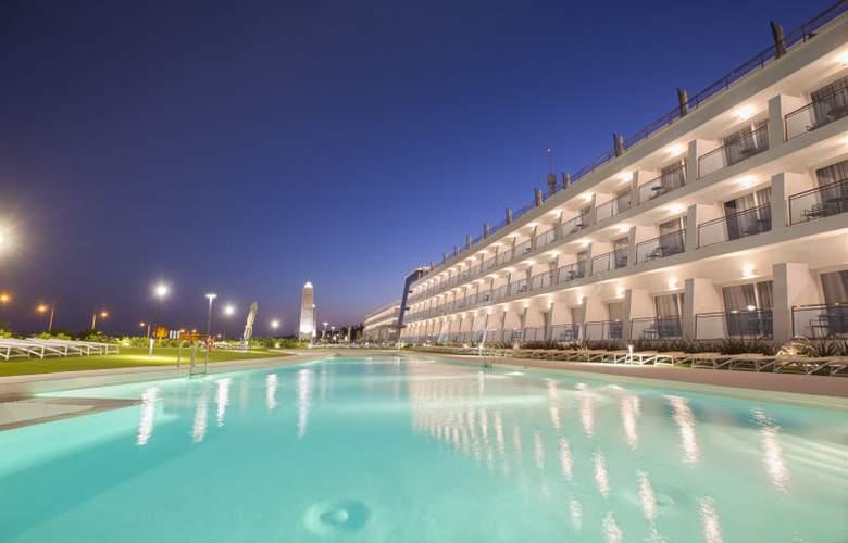 Grand Luxor - Hotel - 13