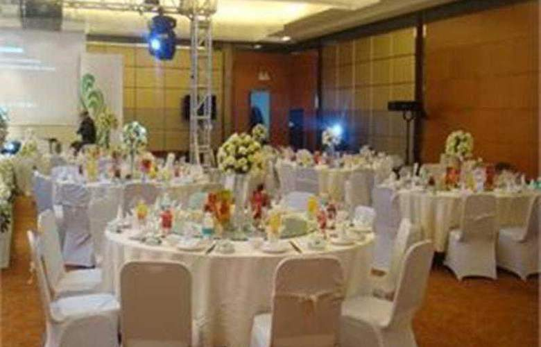 A. C. Embassy - Restaurant - 12