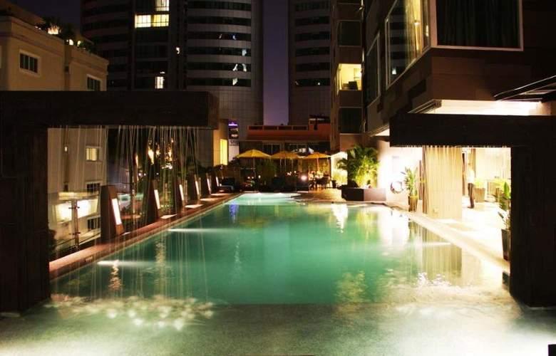 Golden Tulip Mandison Suites - Pool - 8
