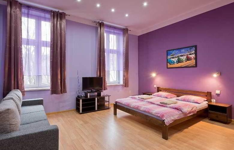 Queens Apartments - Room - 4