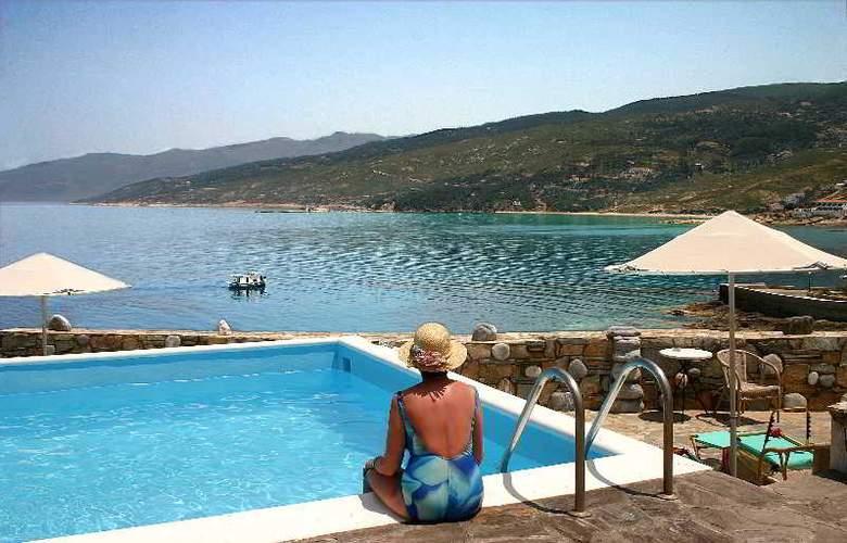 Cavos Bay Hotel & Studios - Pool - 1