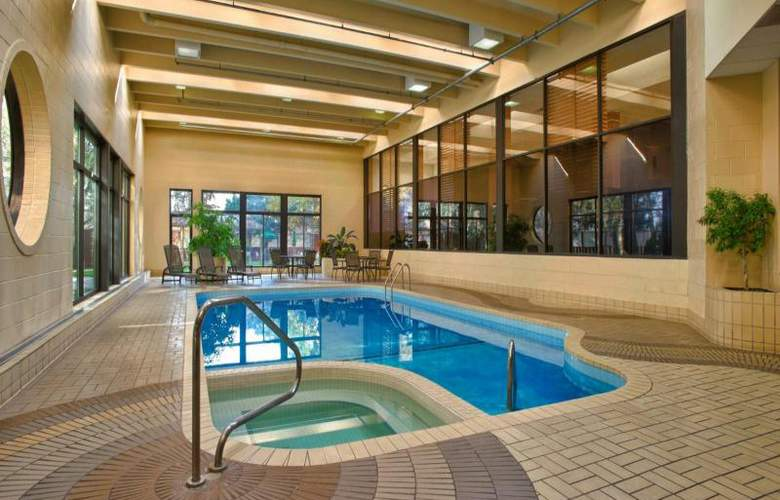 Four Points by Sheraton Toronto Airport - Pool - 6
