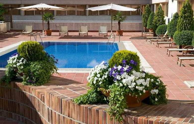 Novotel Madrid Campo de Las Naciones - Pool - 7