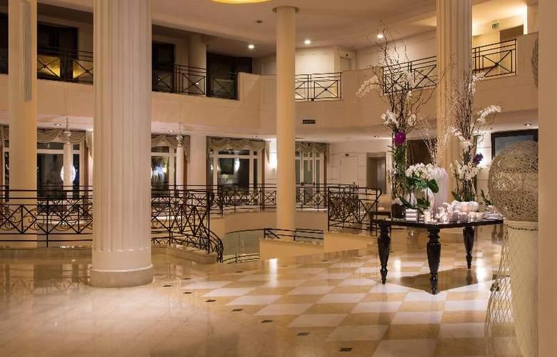Savoy Beach - Hotel - 0