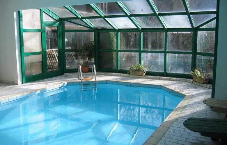 Homtel La Tourmaline - Pool - 4