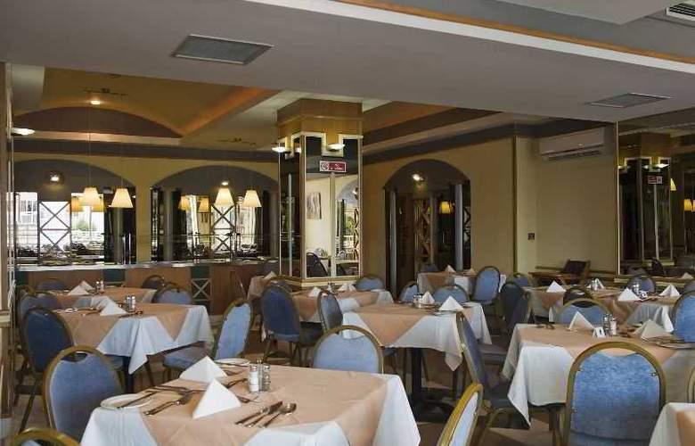 Coral - Restaurant - 13
