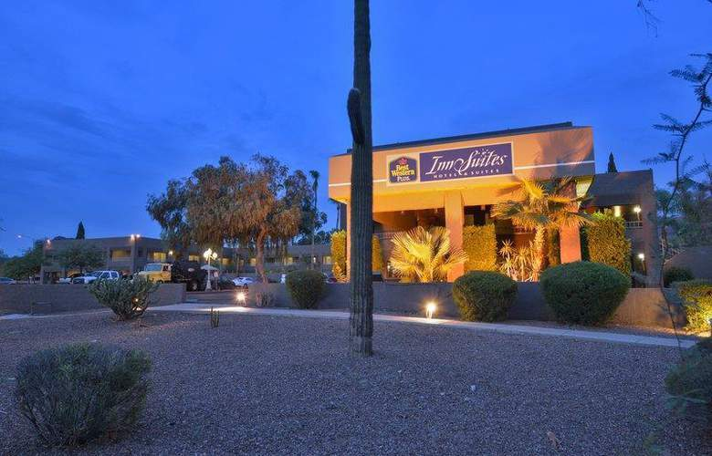 Best Western Plus Innsuites Phoenix Hotel & Suites - Hotel - 13