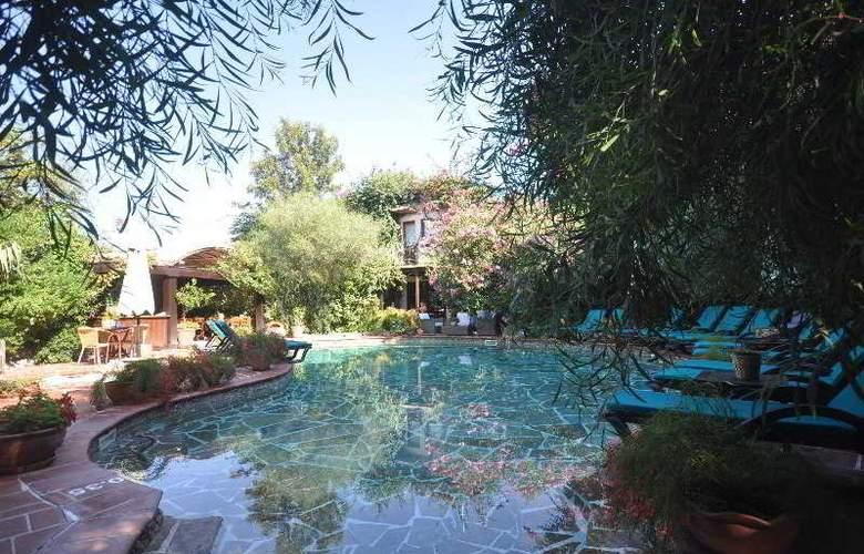 Elvino Hotel - Pool - 15