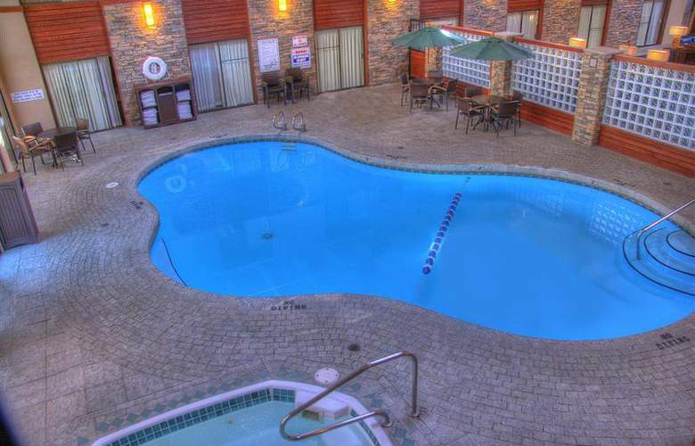 Best Western Plus Grantree Inn - Pool - 102