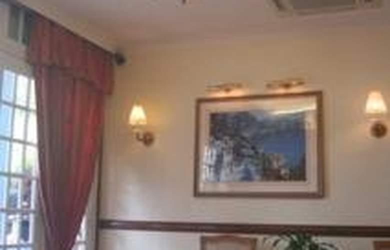 Hotel 81 Classic - Hotel - 0