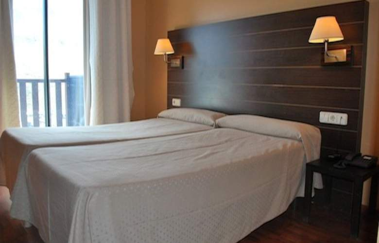 Caribou - Room - 2