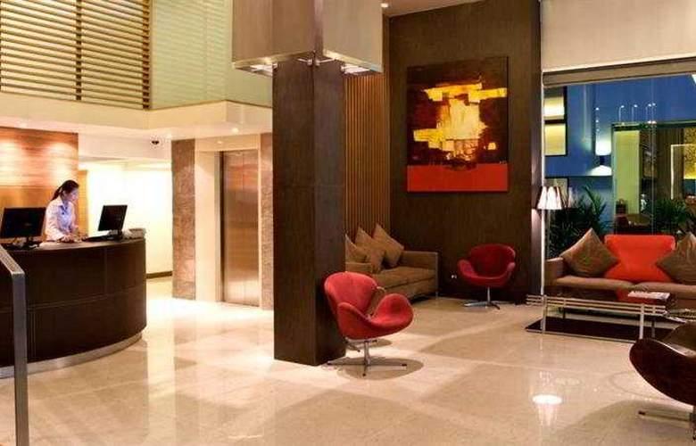 Sacha's Hotel Uno - General - 2