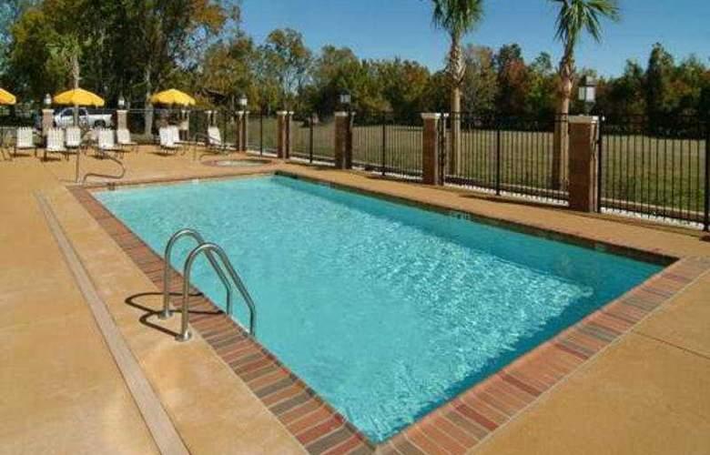 Comfort Suites Alexandria Airport - Pool - 5
