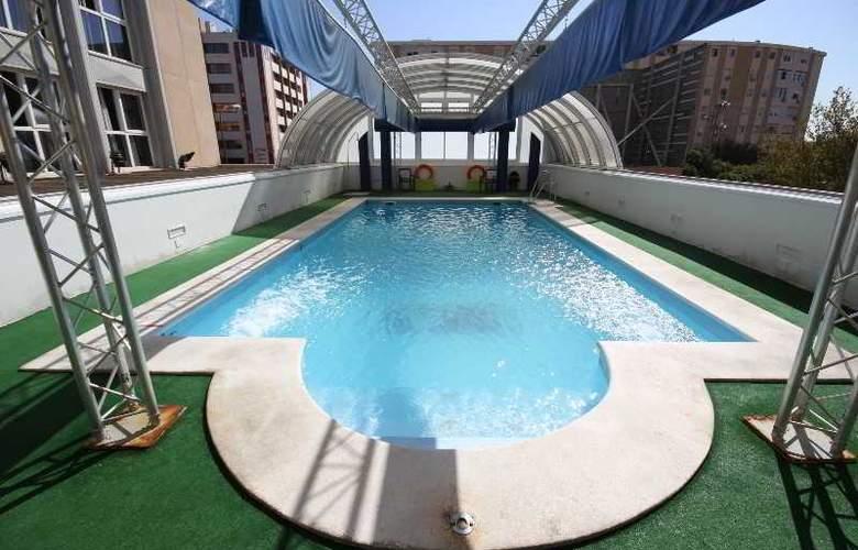 Vertice Sevilla - Pool - 20
