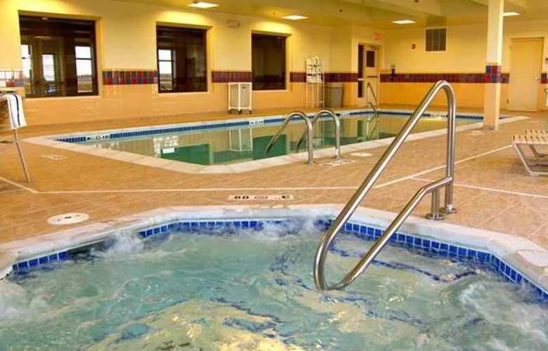 Hampton Inn & Suites Lincoln Northeast I-80 - Hotel - 4