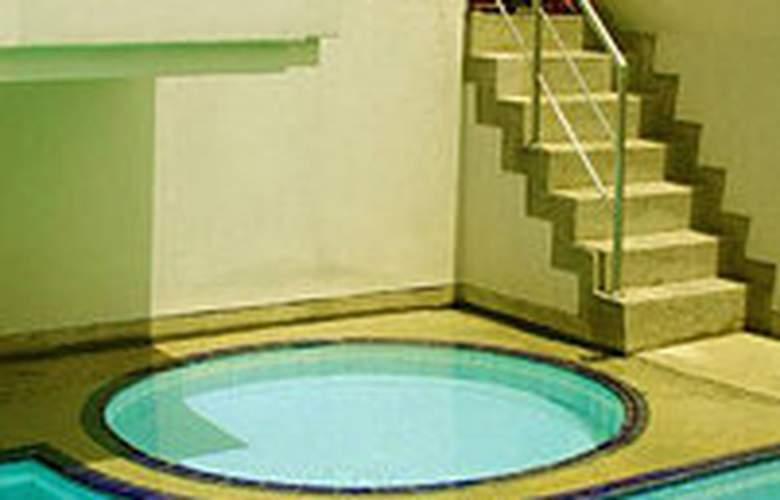 Swiss Lodge - Pool - 5