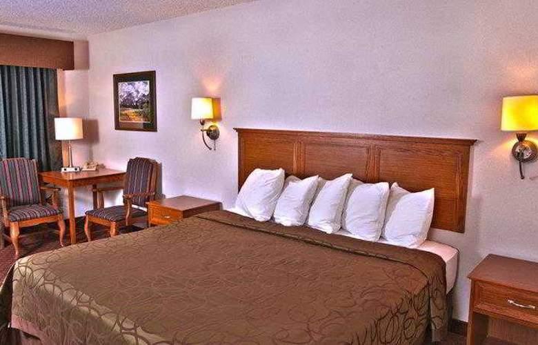 Best Western Town & Country Inn - Hotel - 27