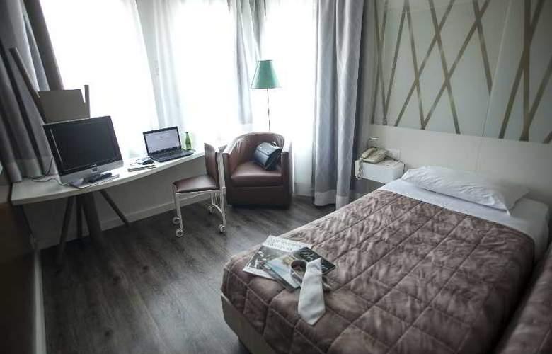 Holiday Inn Lugano Centre - Room - 16