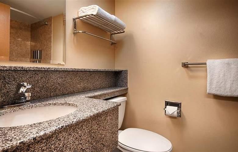 Best Western Plus Navigator Inn & Suites - Room - 25