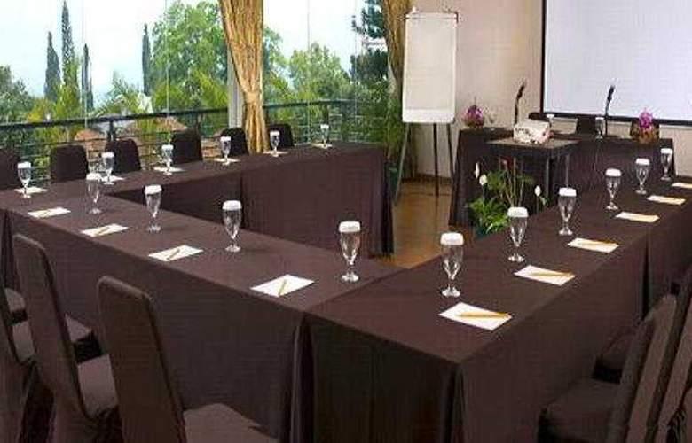 Gumilang Sari - Conference - 6