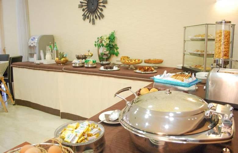 Hotel Premiere - Restaurant - 30