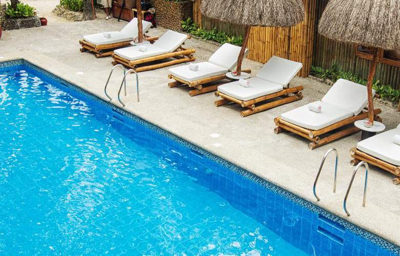 Fridays Boracay Resort - Pool - 3