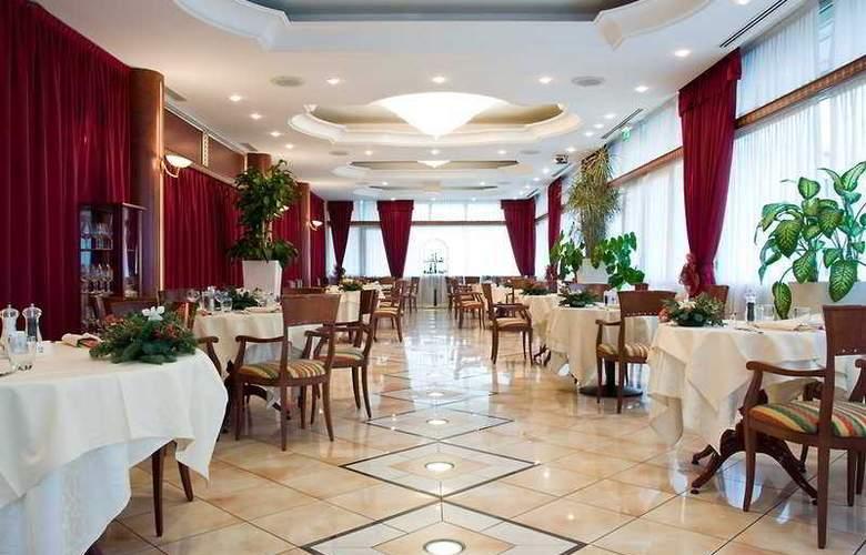 Romea Hotel - Restaurant - 8