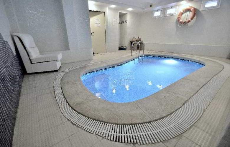 Hermes - Pool - 18