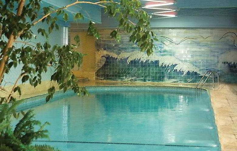 Grand Prestige - Pool - 4