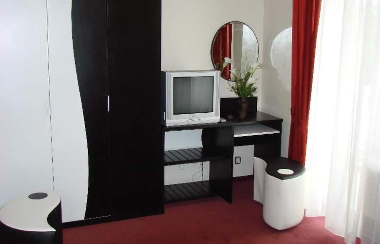 International - Room - 10