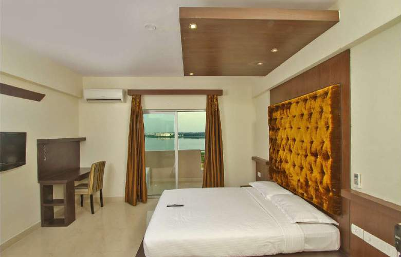 Chalet Lake City Bangalore - Room - 0