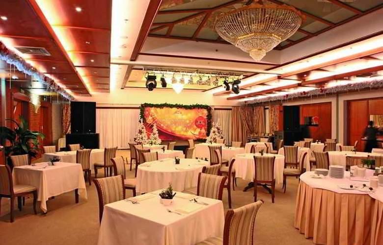 Peak Hotel - Restaurant - 4